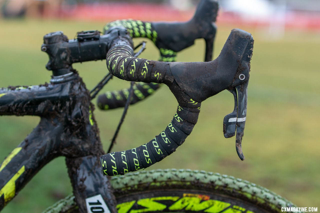 Black and yellow Syncros bar tape helps keep things matchy matchy. Caleb Thompson's Masters 35-39-winning Scott Addict CX Cyclocross bike. 2019 USA Cycling Cyclocross National Championships bike profiles, Lakewood, WA. © A. Yee / Cyclocross Magazine