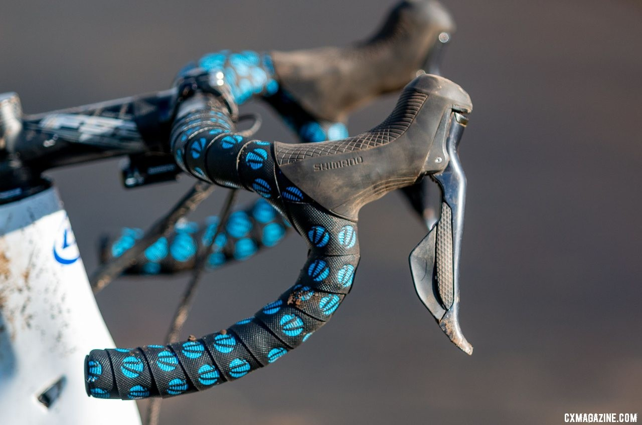 Brunner controlled his shifting and braking with Ultegra R8070 dual-control levers. Eric Brunner's 2019 U23 National Championships Blue Norcross Team Edition. © A. Yee / Cyclocross Magazine