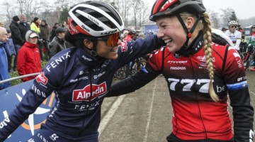 The of the top Dutch women Ceylin Alvarado and Annemarie Worst share a laugh. 2020 GP Sven Nys, Baal. © B. Hazen / Cyclocross Magazine
