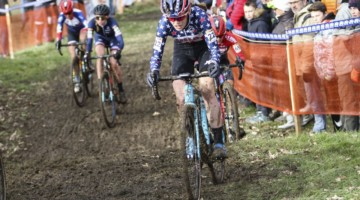 Clara Honsinger continues her charge forward toward a finish just outside the top 5. 2020 World Cup Nommay, France. © B. Hazen / Cyclocross Magazine