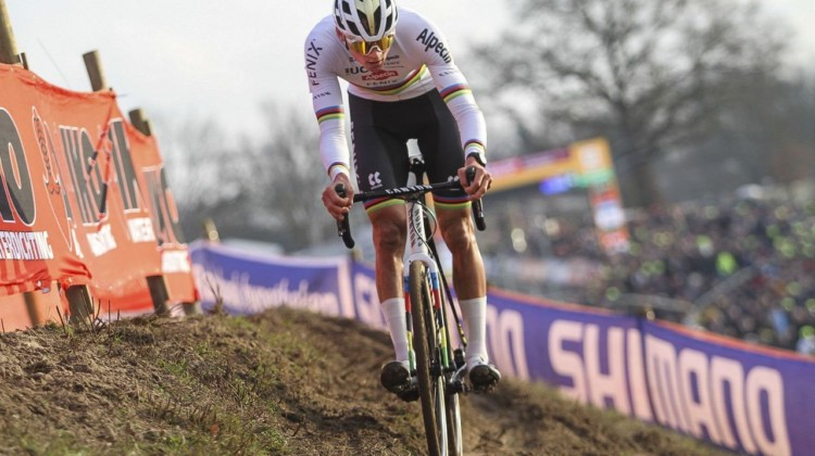Van der Poel attacked in Lap 6 and went clear. 2020 World Cup Hoogerheide, Netherlands. © B. Hazen / Cyclocross Magazine