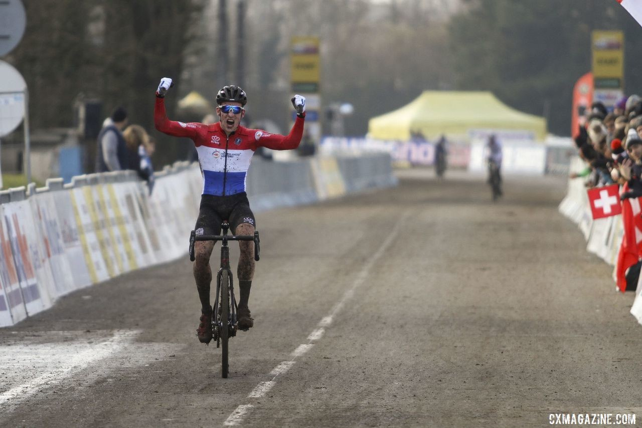 Ryan Kamp won the U23 Men's race in Nommay. 2020 World Cup Nommay. © B. Hazen / Cyclocross Magazine