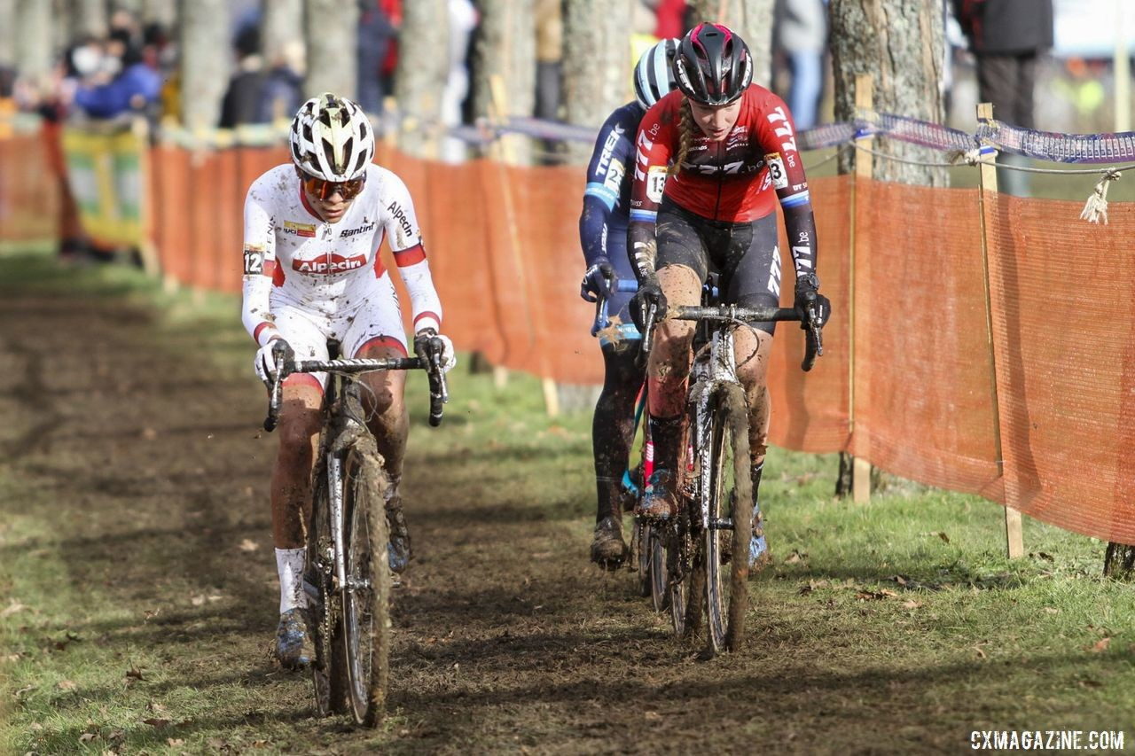 Katie Compton moved up to join the lead group. 2020 World Cup Nommay. © B. Hazen / Cyclocross Magazine