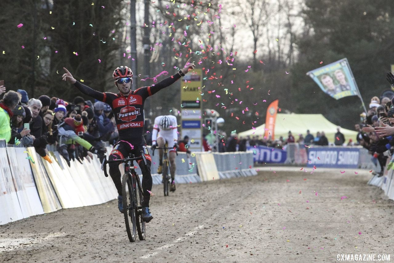 Eli Iserbyt took the last lap win. 2020 World Cup Nommay. © B. Hazen / Cyclocross Magazine
