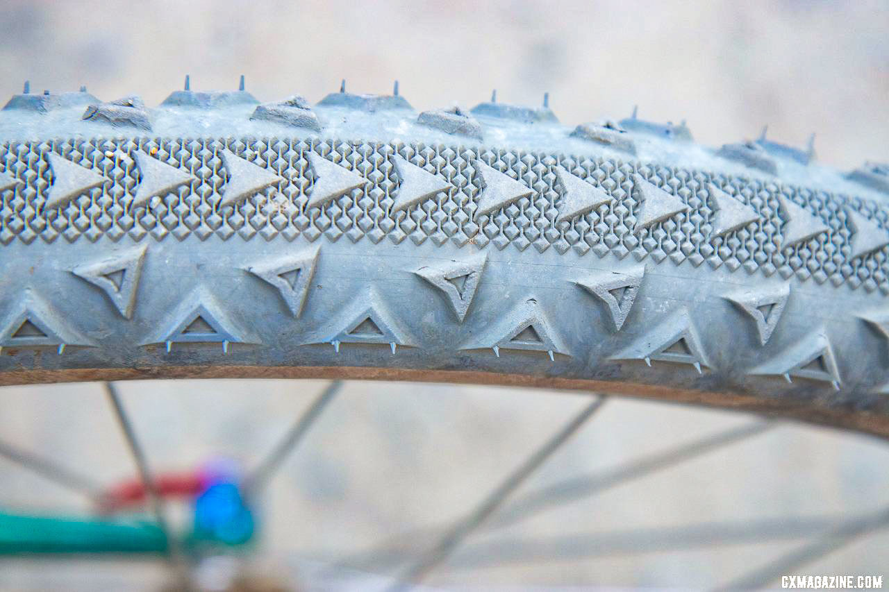 Ultradynamico tires are modeled after Specialized UmmaGumma rubber. Ultraromance's Crust Lightning Bolt gravel bike. © A. Yee / Cyclocross Magazine