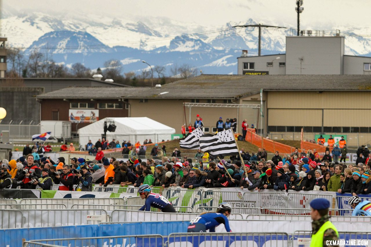 The Swiss Alps offered a dramatic backdrop to a flat venue. 2020 UCI Cyclocross World Championships, Dübendorf, Switzerland. © B. Hazen / Cyclocross Magazine