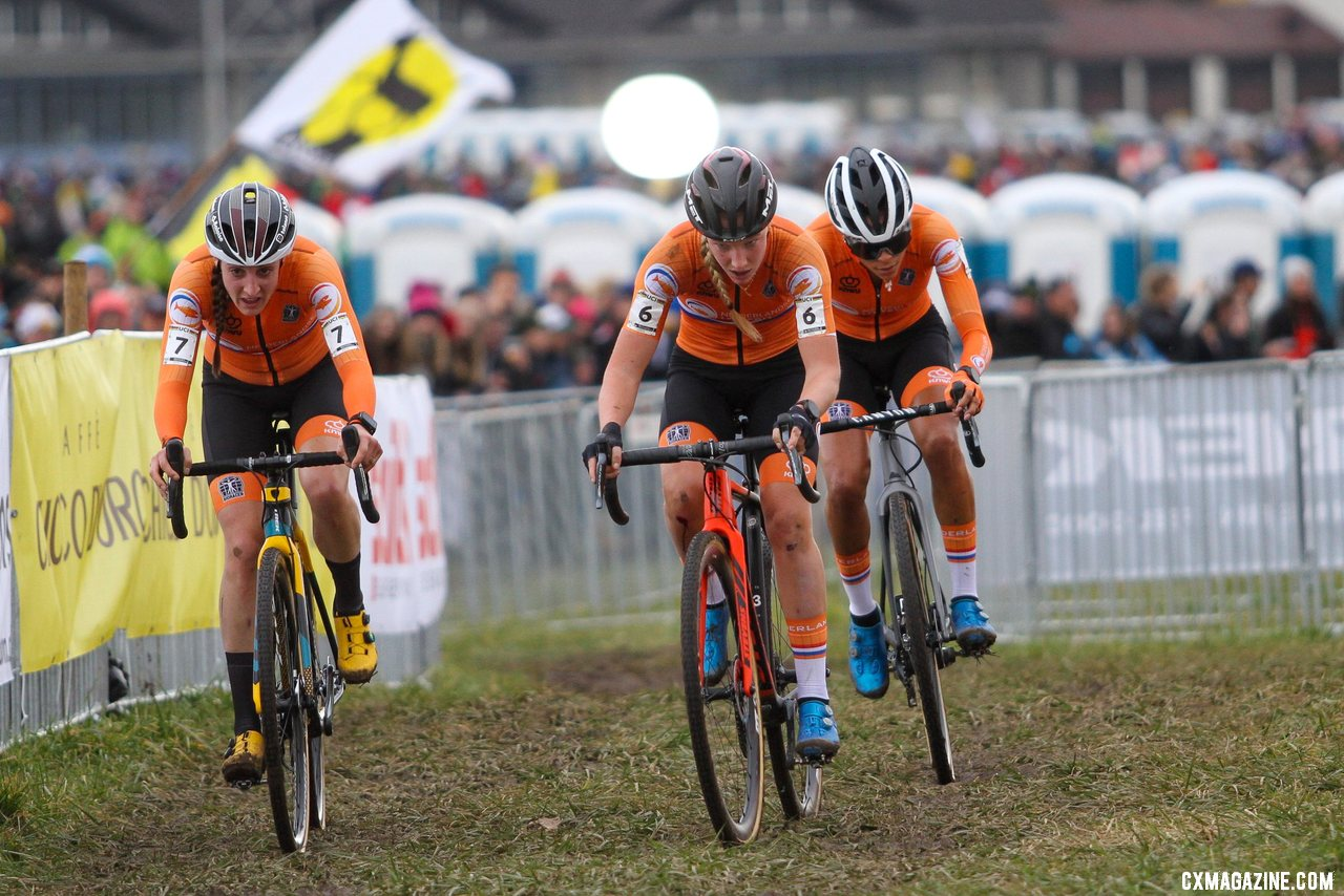 Brand kept dangling and then returning to the front. She fell one cycle short of the title. 2020 UCI Cyclocross World Championships, Dübendorf, Switzerland. © B. Hazen / Cyclocross Magazine