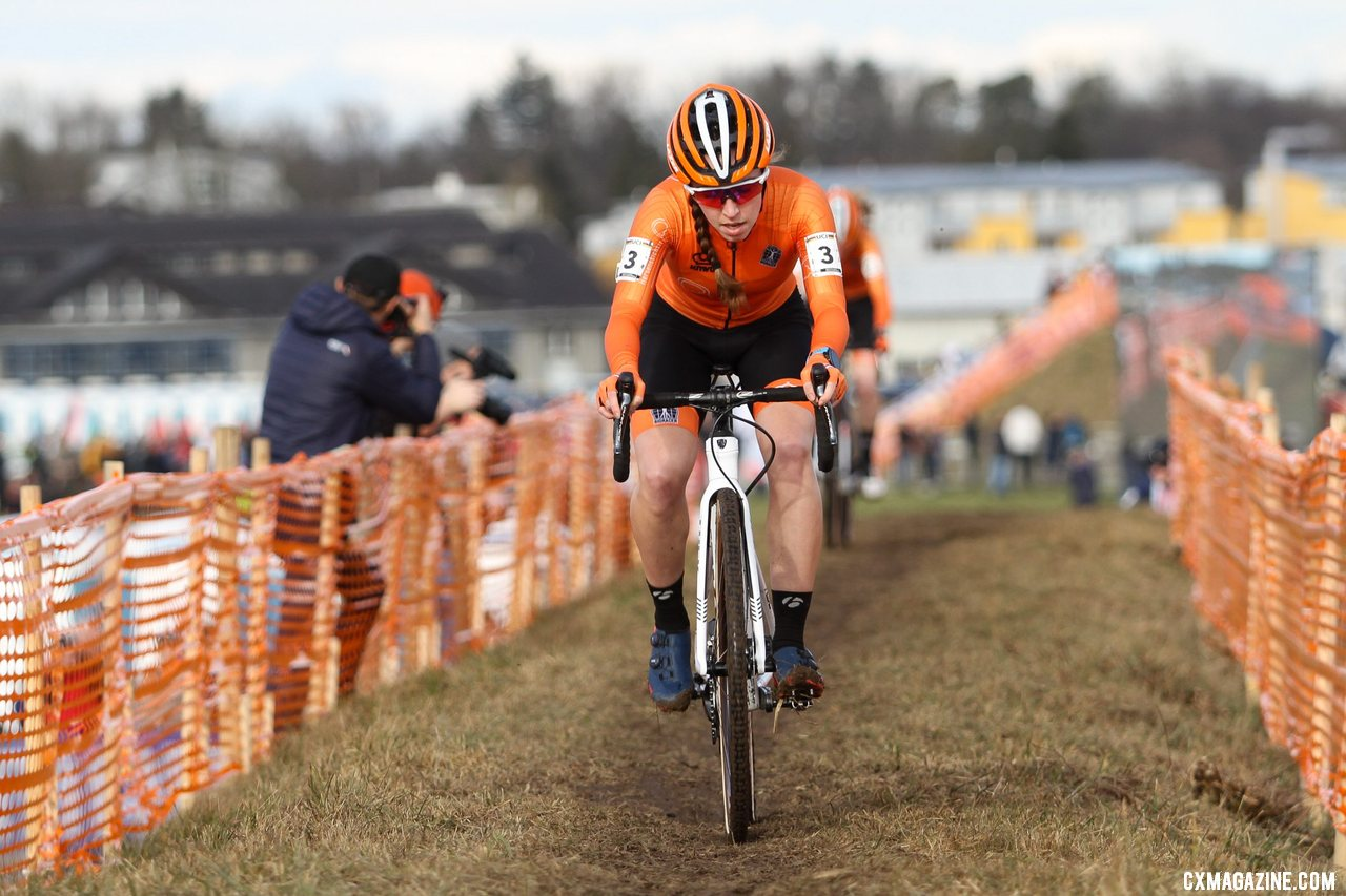 Shirin van Anrooij led a Dutch 1-2 in the first-ever Junior Women's race. 2020 UCI Cyclocross World Championships, Dübendorf, Switzerland. © B. Hazen / Cyclocross Magazine