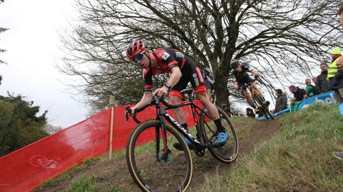 Iserbyt led ahead of van der Haar. Elite Men. 2020 Vestingcross Hulst. © B. Hazen / Cyclocross Magazine