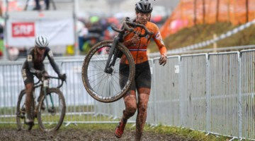 Manon Bakker's wheel choice and tire choice cost her a contract for the rest of the season. 2020 UCI Cyclocross World Championships, Dübendorf, Switzerland. © B. Hazen / Cyclocross Magazine