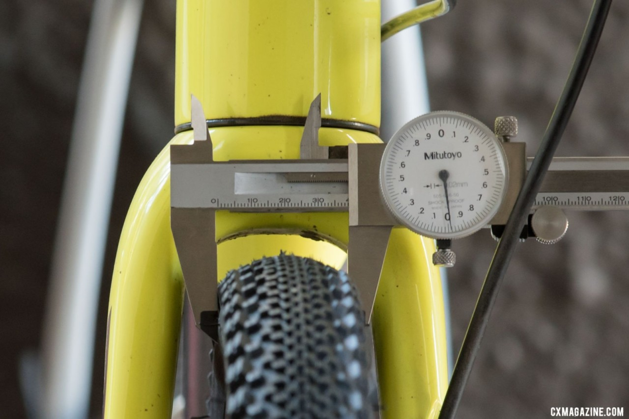 WTB Raddler 40 @40 psi with a 39mm casing width mounted on a 25mm internal width hookless rime © C. Lee / Cyclocross Magazine