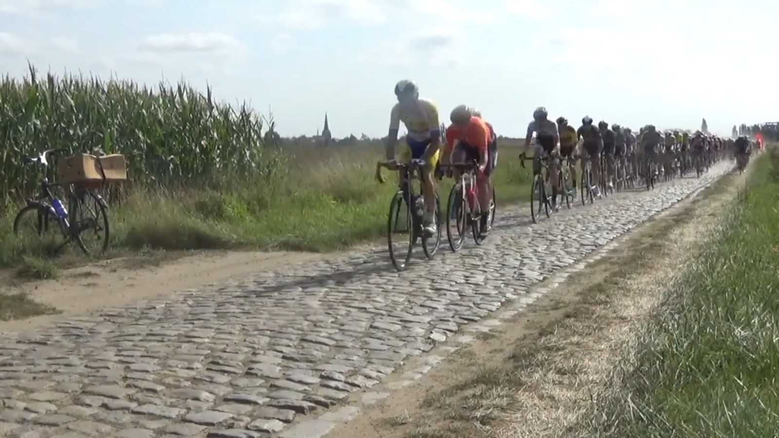 Watch: Vos Continues La Rosa Winning Streak, Vermeersch Victorious on Gravel, Van Aert Yo-Yos to Third