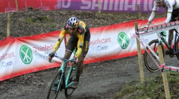 Van Aert brought back Pidock. 2020 UCI Cyclocross World Cup, Elite Men. © Cyclocross Magazine
