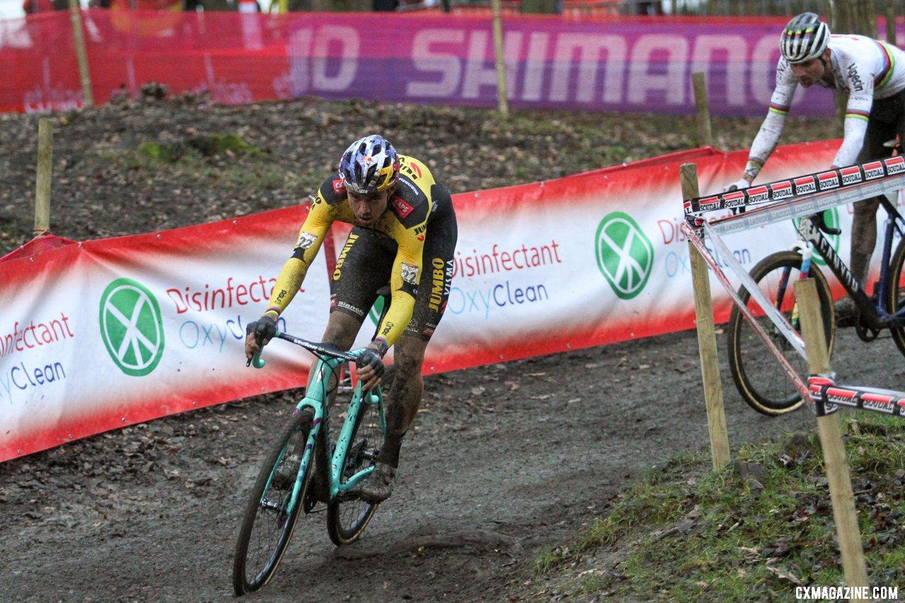 Van Aert brought back Pidock. 2020 UCI Cyclocross World Cup, Elite Men. © Cyclocross Magazine