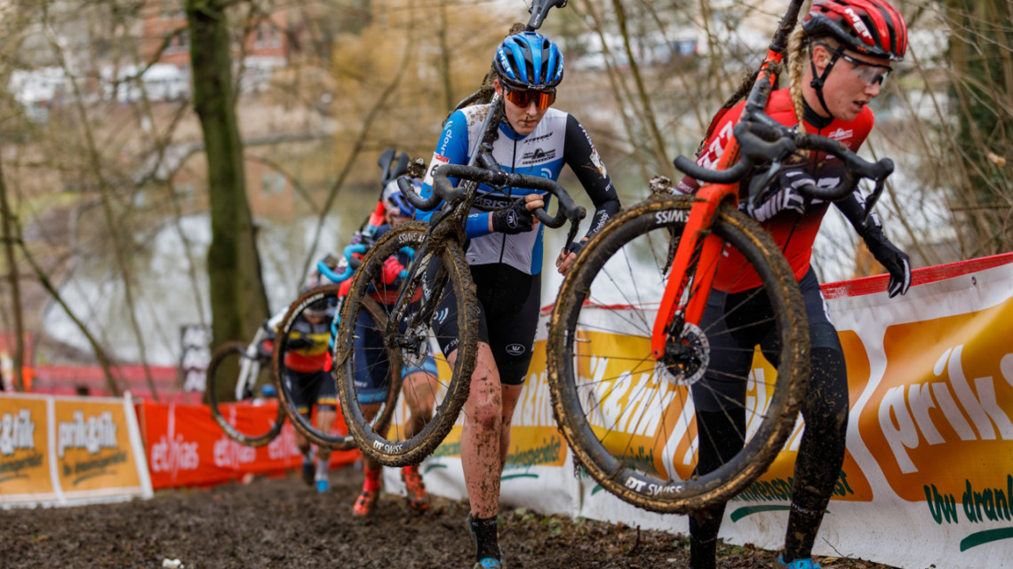 Bakker, in blue, would go on to pass Worst and claim 3rd at Overijse. 2021 UCI Overijse Cyclocross World Cup. © Alain Vandepontseele / Cyclocross Magazine
