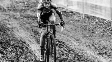 Denise Betsema powers through the mud. photo: 2020 UCI Cyclocross World Cup in Namur. © Cyclocross Magazine