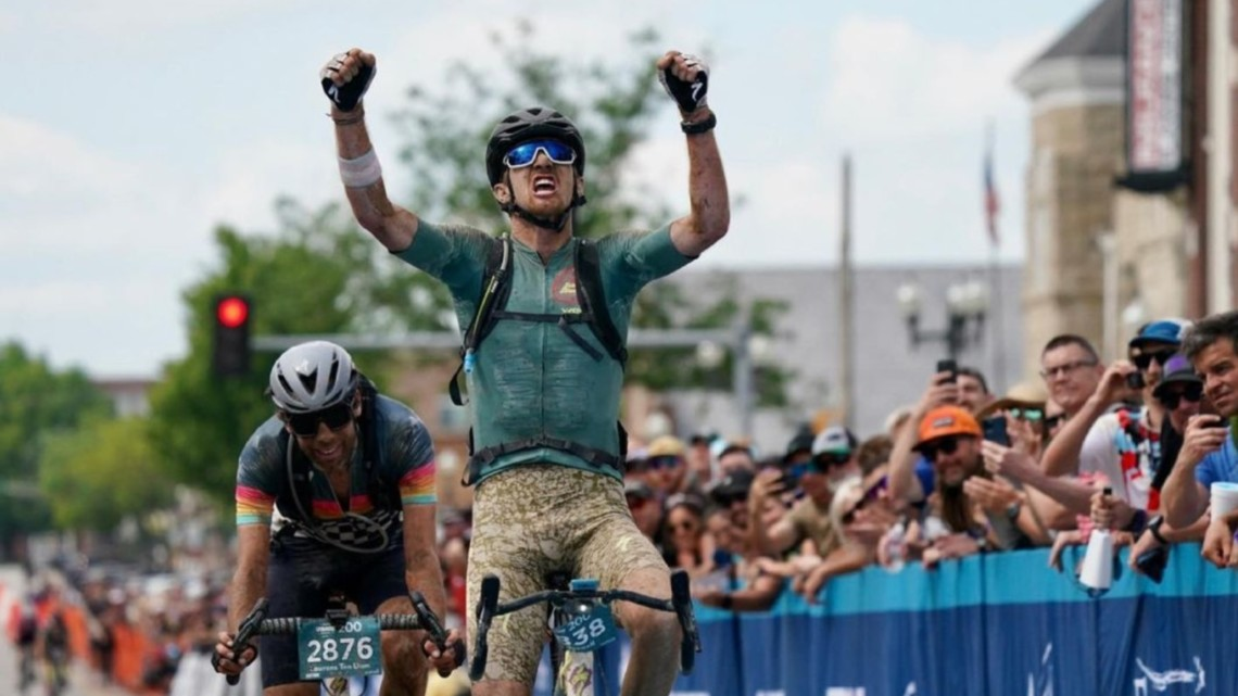 Ian Boswell outkicks Laurens Ten Dam at the 2021 Unbound Gravel race. photo: courtesy