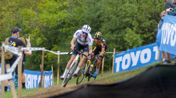 Brand and Vos in their battle for the World Cup win. 2021 UCI Cyclocross World Cup Waterloo, Elite Women. © D. Mable / Cyclocross Magazine