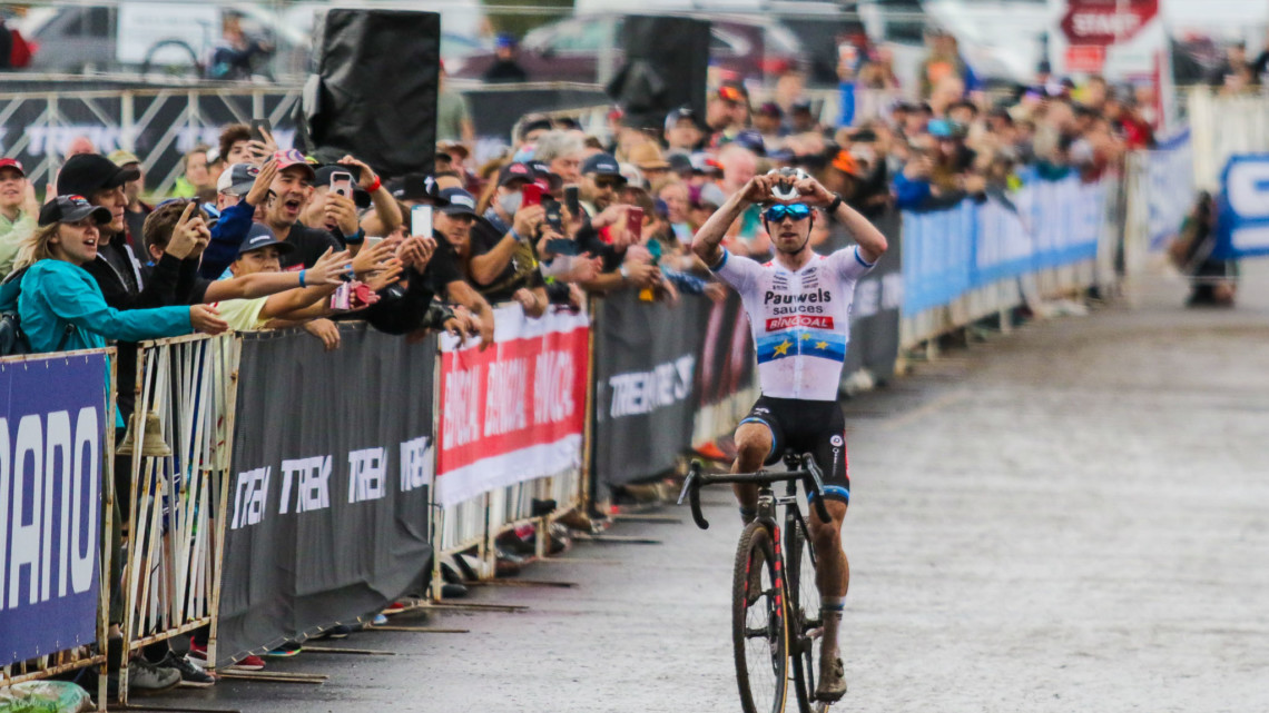Eli Iserbyt takes another World Cup victory. 2021 UCI Cyclocross World Cup Waterloo, Elite Men. © D. Mable / Cyclocross Magazine