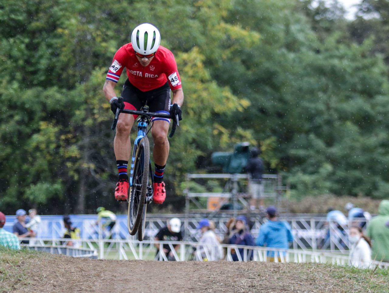 Costa Rica's Felipe Timoteo Nystrom Spencer put on a show. 2021 UCI Cyclocross World Cup Waterloo, Elite Men. © D. Mable / Cyclocross Magazine