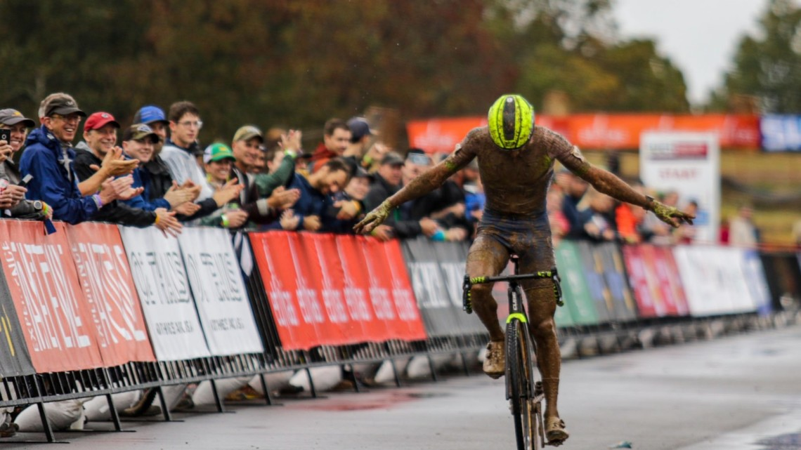 Hermans put on a show for the Arkansas fans. 2021 UCI Cyclocross World Cup Fayetteville, Elite Men. © D. Mable / Cyclocross Magazine