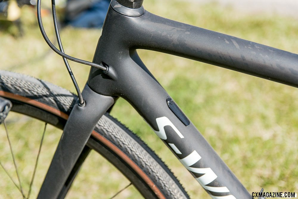 The new Specialized CruX has 'standard' internal control line routing. The plate covers the shift cable entry point, unsued on the S-Works with Red AXS wireless shifting. © C. Lee / Cyclocross Magazine